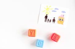 Concepto de familia con los juguetes en mofa de escritorio de la visión para arriba Imagen de archivo
