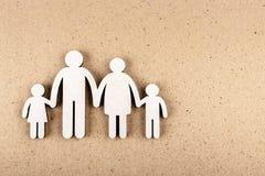 Concepto de familia Figuras de madera imagen de archivo libre de regalías