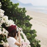 Concepto de Focus Shooting Nature del fotógrafo de la cámara de la muchacha Fotos de archivo