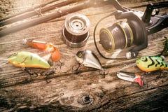 Concepto de giro del cebo del wobbler del pescador del fondo de la pesca Imagenes de archivo