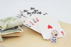 Concepto de juego, de apego y de apuesta Fondo blanco aislado Foto de archivo