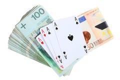 Concepto de juego. As y dinero de los naipes imagenes de archivo