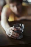 Concepto de la adicción al alcohol Foto de archivo libre de regalías