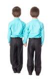 Concepto de la amistad - opinión trasera dos niños pequeños aislados en wh Fotografía de archivo libre de regalías