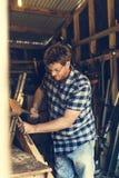 Concepto de la artesanía en madera de Craftman Lumber Timber del carpintero imagen de archivo libre de regalías
