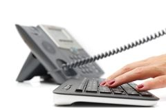 Concepto de la atención al cliente con el teléfono y el teclado Imagen de archivo