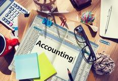 Concepto de la auditoría del dinero de las finanzas que considera fotografía de archivo