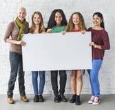 Concepto de la bandera del espacio de la copia de la unidad de la amistad de las muchachas fotografía de archivo libre de regalías