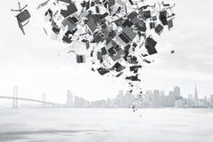 Concepto de la burocracia con el montón de la materia de la oficina en el fondo de la ciudad Imagen de archivo