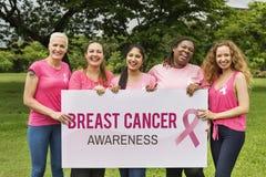 Concepto de la caridad de la ayuda del cáncer de pecho de las mujeres foto de archivo