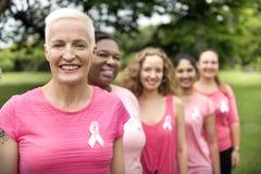 Concepto de la caridad de la ayuda del cáncer de pecho de las mujeres fotografía de archivo libre de regalías
