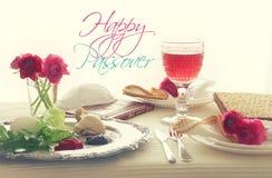 Concepto de la celebración de Pesah y x28; tabla festiva del día de fiesta judío de la pascua judía imagen de archivo libre de regalías