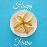 Concepto de la celebración de Purim y x28; holiday& judío x29 del carnaval; Tradicional hamantaschen las galletas Visión superior Fotografía de archivo