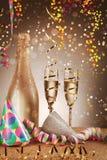 Concepto de la celebración - sombreros y Champagne Wine del cono Fotografía de archivo