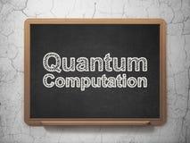 Concepto de la ciencia: Cómputo de Quantum en fondo de la pizarra Imágenes de archivo libres de regalías