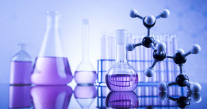 Concepto de la ciencia, cristalería de laboratorio química Foto de archivo
