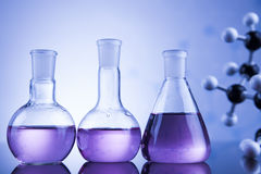Concepto de la ciencia, cristalería de laboratorio química Imágenes de archivo libres de regalías