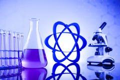 Concepto de la ciencia, cristalería de laboratorio química Imagen de archivo