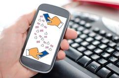 Concepto de la comunicación de Digitaces en un smartphone foto de archivo