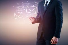 Concepto de la comunicación del establecimiento de una red del email fotos de archivo libres de regalías
