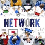 Concepto de la comunicación del sistema informático de Internet del enlace de red foto de archivo