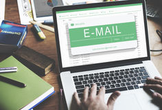 Concepto de la comunicación electrónica de Digitaces del correo electrónico imágenes de archivo libres de regalías