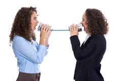 Concepto de la comunicación o del chisme: mujer de griterío que tiene problemas Imágenes de archivo libres de regalías
