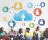 Concepto de la conexión de la comunicación del establecimiento de una red de la nube imagen de archivo libre de regalías