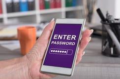 Concepto de la contraseña en un smartphone fotografía de archivo libre de regalías