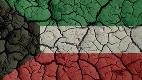 Concepto de la crisis: Grietas del fango con la bandera de Kuwait fotos de archivo libres de regalías