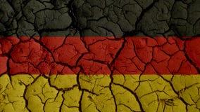 Concepto de la crisis política: Grietas del fango con la bandera de Alemania fotos de archivo