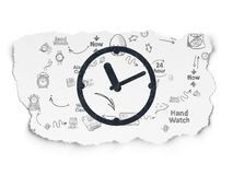 Concepto de la cronología: Reloj en fondo de papel rasgado Foto de archivo libre de regalías