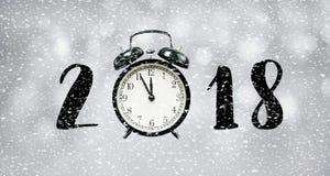 concepto de la cuenta descendiente del Año Nuevo 2018 con el reloj y las nevadas de tiempo Fotos de archivo