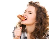 Concepto de la dieta de Paleo - mujer que come la carne imágenes de archivo libres de regalías