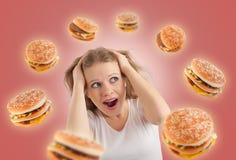 Concepto de la dieta. la mujer joven está bajo tensión Imagenes de archivo