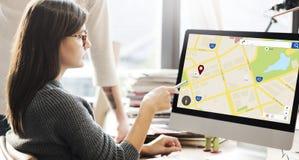 Concepto de la disposición del web de la información de ubicación del mapa fotos de archivo