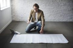 Concepto de la disposición de Thinking Ideas Creative del diseñador Imágenes de archivo libres de regalías