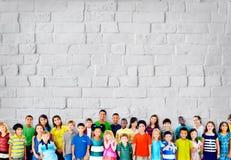 Concepto de la diversidad de la felicidad de la amistad de la niñez de los niños de los niños Fotografía de archivo libre de regalías