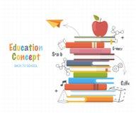 Concepto de la educación Apile los libros con fórmulas del dibujo lineal de los garabatos y formas geométricas De nuevo al fondo  Fotos de archivo libres de regalías