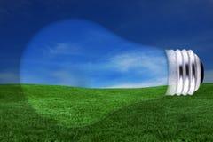Concepto de la energía con la bombilla y el paisaje Concep Imagen de archivo