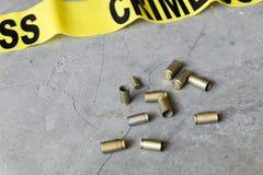 Concepto de la escena del crimen con las cubiertas de la cinta y de la bala del crimen imagen de archivo libre de regalías