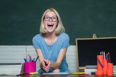 Concepto de la escuela secundaria - espacio de la copia Examen en universidad D?a de los profesores del mundo Estudiante que estu foto de archivo libre de regalías