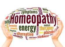 Concepto de la esfera de la mano de la nube de la palabra de la homeopatía libre illustration