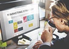 Concepto de la estrategia de marketing de Thinking Planning Working del hombre de negocios Imágenes de archivo libres de regalías