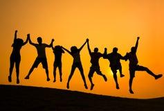 Concepto de la felicidad de la comunidad del logro del éxito fotos de archivo libres de regalías