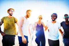 Concepto de la felicidad de la playa del verano de la relajación de la vinculación de la amistad Fotografía de archivo libre de regalías