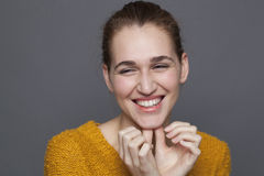 Concepto de la felicidad que brilla intensamente con sonrisa natural Imagenes de archivo