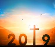 Concepto de la Feliz Año Nuevo: cartelera del borde de la carretera con la muestra 2019 fotos de archivo