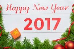 Concepto 2017 de la Feliz Año Nuevo Decoración del árbol de abeto Fotos de archivo libres de regalías