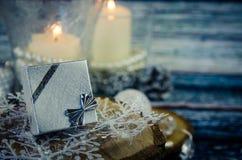 Concepto de la Feliz Navidad con la actual caja Imágenes de archivo libres de regalías
